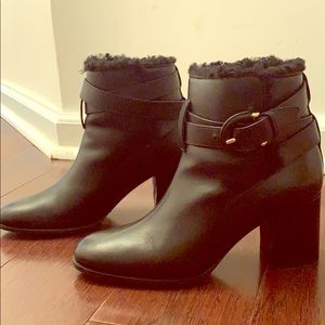 Burberry shearling boots in 38 in great